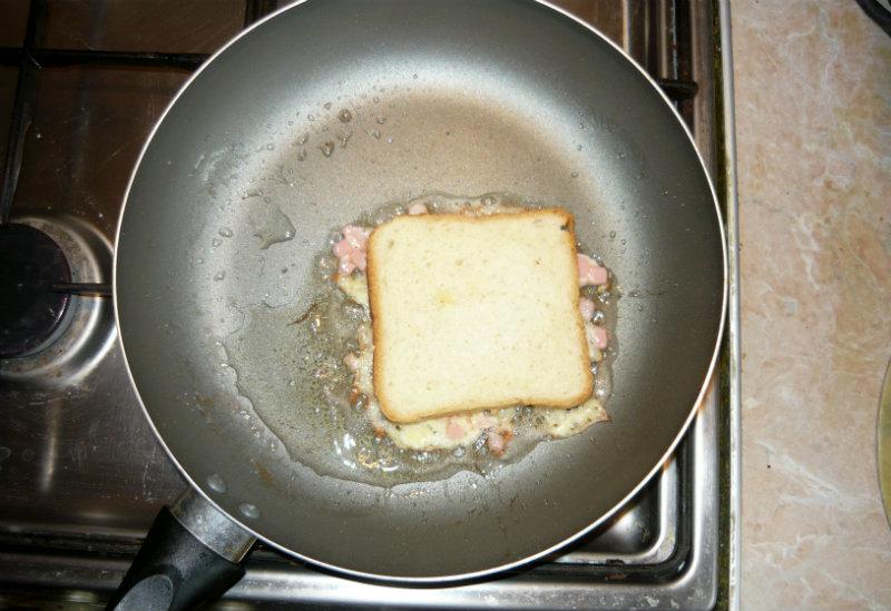 тост на сковороде